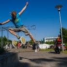 Marcus doin a Side Tophocke in Flensburg / Foto: M. Roth / SALZIG Sporthocker