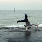 Schulterhocke am Meer / Foto: Leonie Vogel