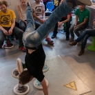 Schulterstand auf 3 Sporthockern von Sventastic  / King of Hock 2015 / SALZIG Sporthocker