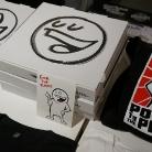 Jedes Shirt im handbemalten Prostkarton / Ausstellung und Verkauf / SALZIG Shop Kopernikusstr. 25 in Berlin