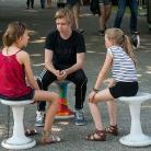 Dennis and two girls sitting around / SALZIG Sporthocker @ YOU 2015 / Photo: Stephan Landschütz