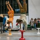 Double Handstand / YOU / Berlin / SALZIG Sporthocker / Foto: Susanne Wilke